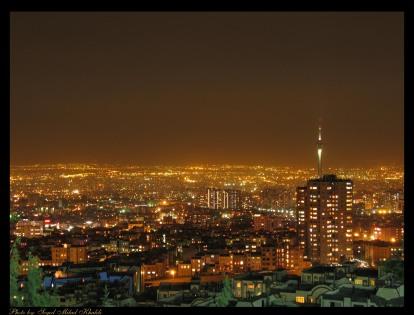 شب تهران. برای دیدن عکس در اندازه بزرگ و مناسب background روی آن کلیک کنید.