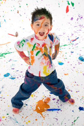 بچه ترسی ندارد، رها و آزاد است. کشف می کند و لذت می برد